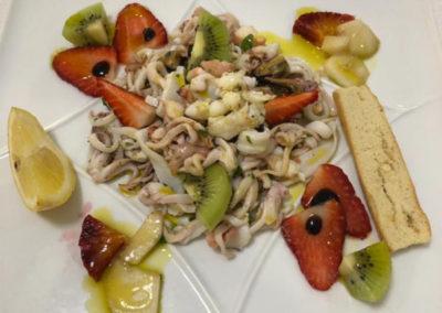 insalata-di-mare-mista-con-frutta-fresca